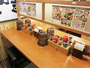 7店内テーブル@味噌マニアックス