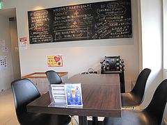 5店内:テーブル席@ドッグカフェレストラン・ワンパーク大濠店
