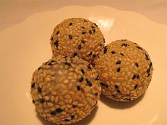 料理(黒胡麻球):黒ゴマ入りゴマ団子@CHINA(チャイナ)・グランドハイアット福岡・キャナルシティ博多