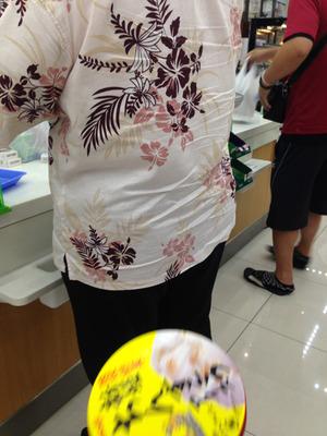 8新垣ちんすこうアイス買う@沖縄