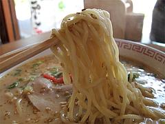 料理:豚骨ラーメン麺@華さん食堂・半道橋