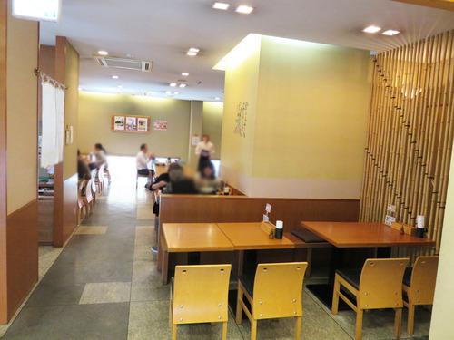 4店内テーブル