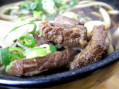 料理:肉うどんのスジ肉@小倉名物肉うどん・ひろちゃん・上牟田