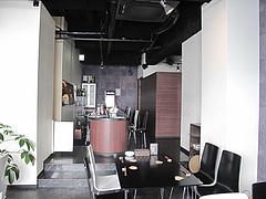 店内:カウンターとテーブル席@カフェ・バー・ミルクティー・天神今泉