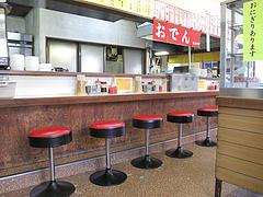 2店内:カウンター席・テーブル・小上がり@長浜ラーメン・餃子・長浜御殿・堤店