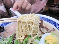 料理:博多コクとんこつら~めん麺@ダーチャ・まんぼ亭・赤坂門市場