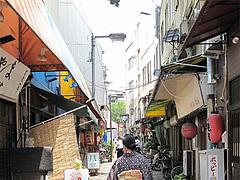 18外観:お店のある通り@屋台KENZO Cafe(ケンゾーカフェ)・きたなトラン
