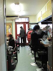 店内:カウンターとテーブル席@中華料理・晴華楼・博多区祇園町