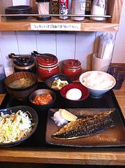 2ランチ:塩焼きサバ定食680円+キムチ卵かけごはん100円@日の出食堂・博多駅前