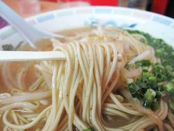 9とんこつラーメン麺@博多龍龍軒・長浜店