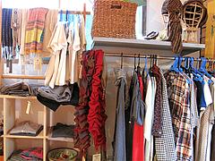 店内:フェアトレード雑貨・洋服@カフェ・ムッシュドムニィー・小郡