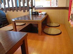 4店内:小上がり@ラーメンTAIZO(タイゾー)那珂川店
