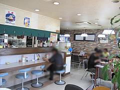 3店内:テーブルとカウンター@わたなべ・七隈