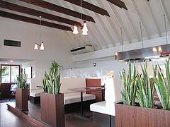 店内:テーブル席@カフェレストラン二見ヶ浦 ・糸島