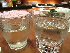 料理:ロックグラスで日本酒をたっぷり頂きます♪@博多なゝ草(はかたななくさ)・西中洲