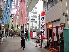 外観:ちょんまげ侍の近く@博多ラーメンはかたや・川端店