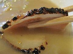 料理:豚骨ラーメン叉焼アップ@とまと家・博多区綱場町