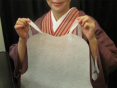 7店内:紙エプロン@廣島つけ麺本舗・ばくだん屋・大橋店