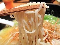 料理:白湯鶏拉麺の麺@たらふくまんま・春吉