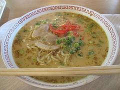 料理:豚骨ラーメン262円@華さん食堂・半道橋