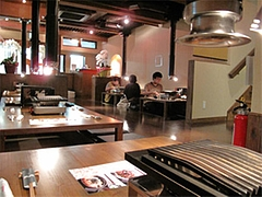 店内:1階。2階(50席)もあります。@柳橋もつ元柳橋連合市場・福岡