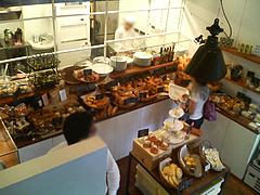14店内:1階はパン屋@ラグルッピ大手門