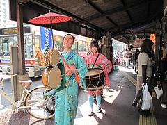 ちんどん屋さん@うまかもん祭り・柳橋連合市場