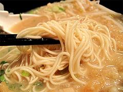 ラーメン:ラーメン麺食べる@初代秀ちゃん・ラーメンスタジアム3・キャナルシティ博多