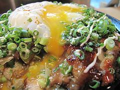 7鉄板焼店:牛スジ入りお好み焼の温玉@お好み焼きダイニング城・中洲川端