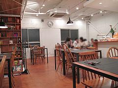 店内:2階のダイニングスペース@ラグルッピ・大手門