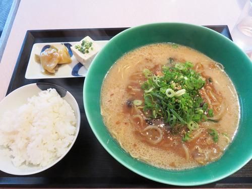 7とろみ豚骨ラーメンセット700円