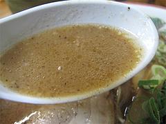 5料理:黒正油とんこつらーめんスープすくう@博多めんとく屋(麺篤屋)
