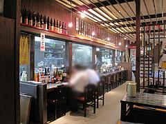 店内:カウンターと小上がり@麺屋達・高木