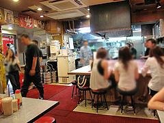 店内:カウンター@長浜屋台やまちゃん福岡天神店
