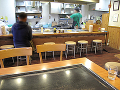 3店内:カウンター・テーブル@広島お好み焼き・ひらの・福岡店
