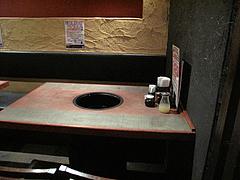店内:テーブル席@牛角・東比恵店
