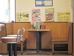 店内:4人テーブル席@札幌ラーメンどさん子・福岡