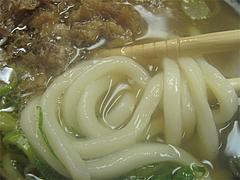 料理:かしわうどんの麺@セクスィー系な、おばちゃんうどん・渡辺通サンセルコ