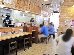 店内:カウンターとテーブル@博多ラーメン膳・小笹