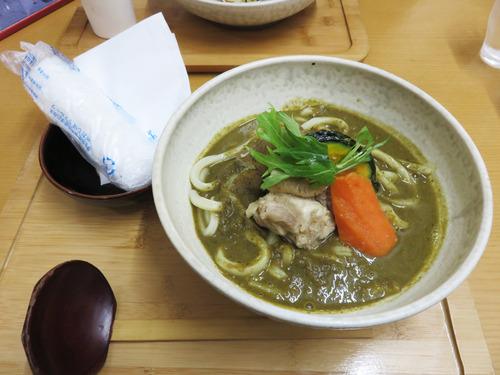 7ゴロゴロ野菜と骨付き鶏肉のグリーンカレーうどん900円