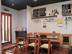 店内:テーブル席@博多味処ぴょんきち・屋台ラーメン居酒屋