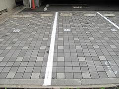 19外観:同福居と書かれた駐車場@中華・同福居