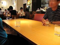 5店内:テーブル席ソファシート@ピザとパスタの店・らるきい・大手門