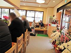 店内:カウンターと小上がり@長住うどん・福岡市南区