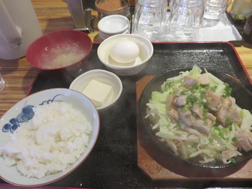 5鶏塩鉄板定食600円