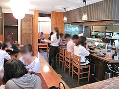 店内:カウンターと小上がり@海鮮食堂 博多まかない屋・住吉