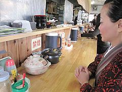 6店内:カウンターで@天ぷらうどん・唐人町