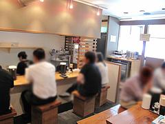 5店内:カウンター@ラーメン・らぁめんシフク(429)・福岡空港