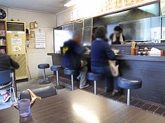 9店内:カウンター・テーブル・小上がり@一龍・春日・ラーメン