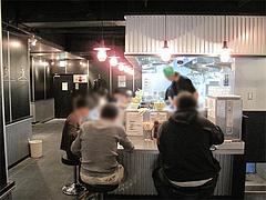 店内:カウンター10席くらい@らーめん大・福岡・大橋